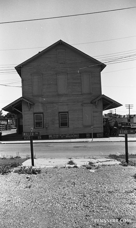 Lewistown PA Frt. Sta. West end 1970 06 28 Robert Johnson photo