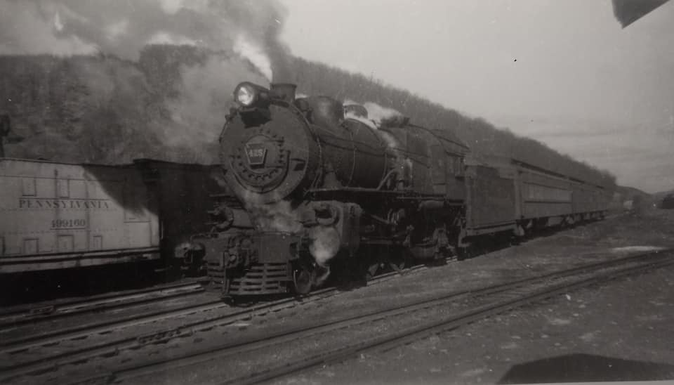 E6s 425 headed south at Snediker. Oct 1946